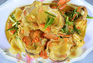 Stir-fried ( sea meat crab / sea egg crab) with curry powder