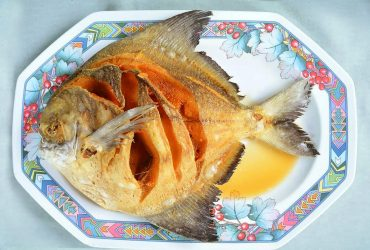 Deep-fried promfret with seasoning fish sauce