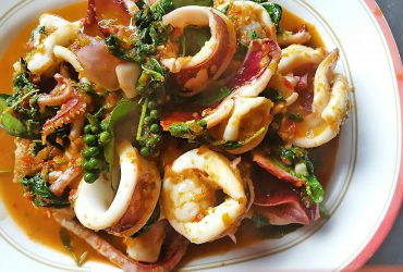 Spicy-fried squid with Thai herbs